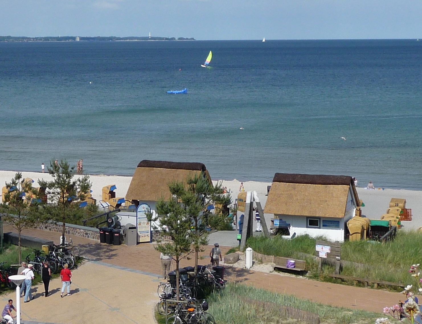 2 - Blick zur Ostsee mit Düne und Strand